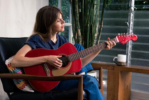 Znalezione obrazy dla zapytania: play guitar