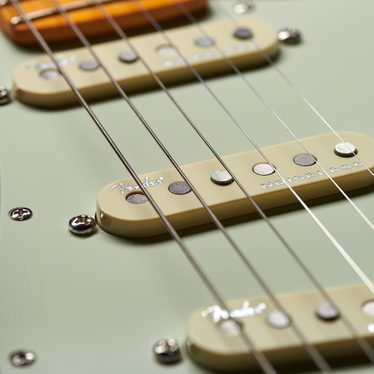 https://stuff.fendergarage.com/images/I/c/V/Web_Elec_American_Ultra_1105_Feature_01@2x.jpg